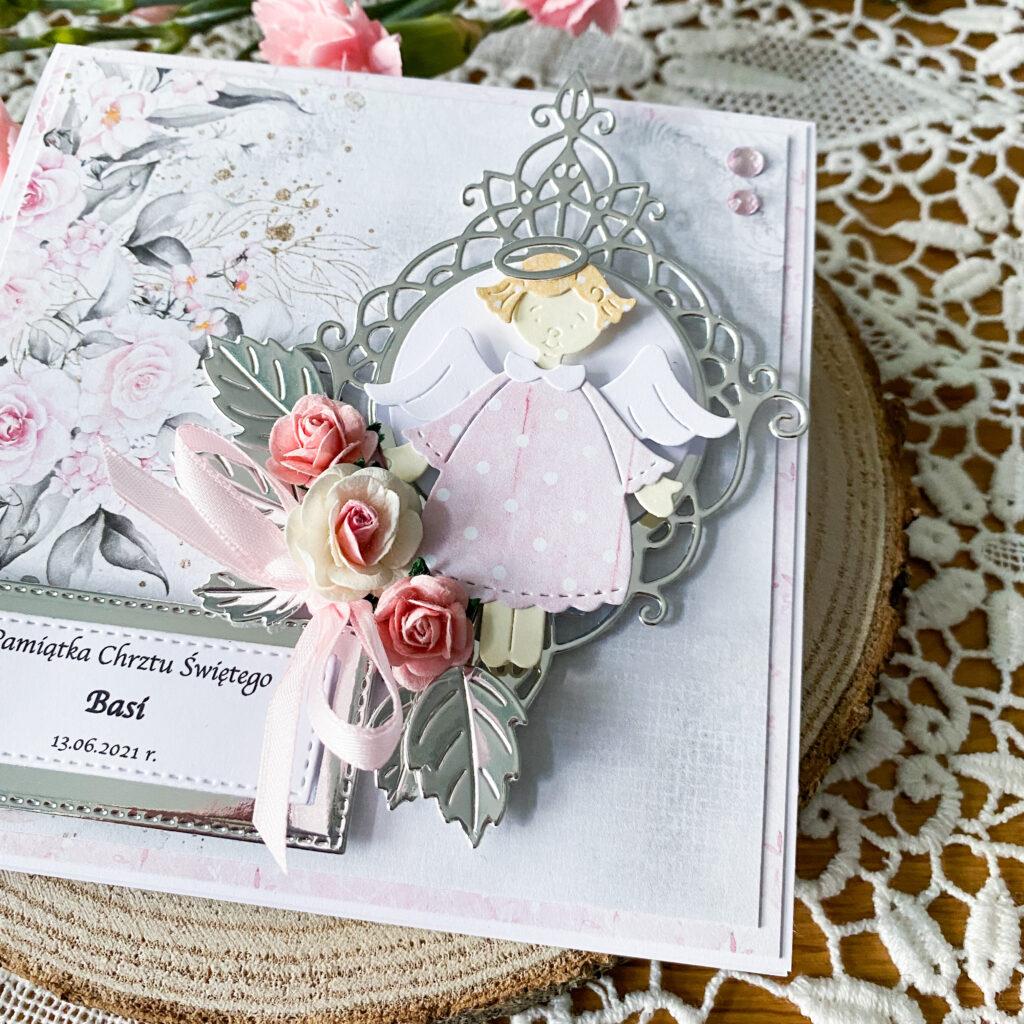 Ręcznie wykonana kartka na chrzest w różowo-srebrnej kolorystyce.